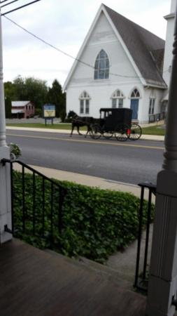 Terre Hill, Pensylwania: Picture taken while sitting in rockers on the front porch of the Inn.