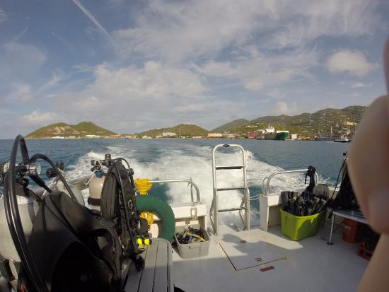 Blue Island DIvers : Heading out of port to dive sites