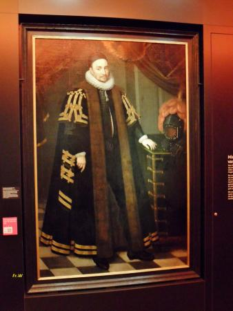 Stedelijk Museum: Een van de portretten , in de galerij .