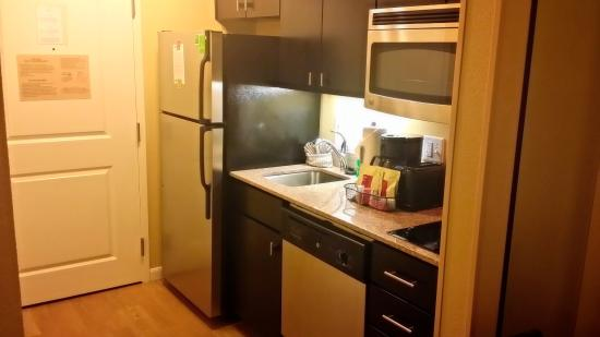 TownePlace Suites Dallas Lewisville: Kitchenette