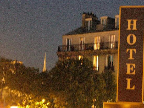 Le Petit Belloy Saint-Germain by HappyCulture : Night view from first-floor bedroom