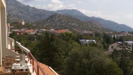 Karlobag, Croacia: Mountain view from the bar terrace