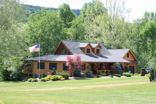 Rough Cut Lodge: Main Lodge Sleeps 15 Year Round rental