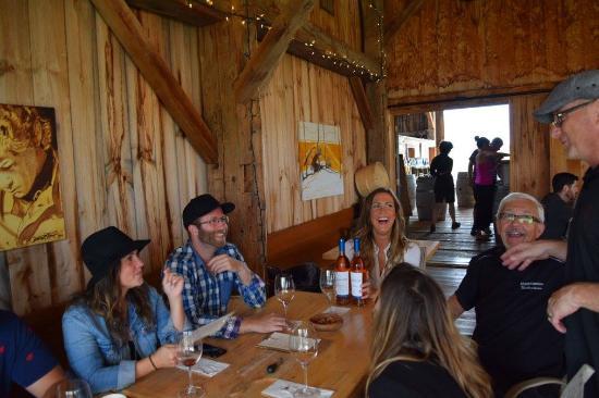 Milford, Καναδάς: Wine tasting and laughs