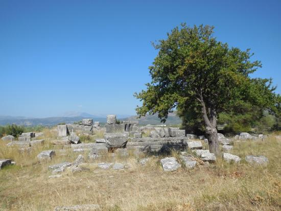Agrinio, Griekenland: View of Temple of Zeus in Stratos