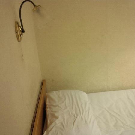 Bourne Hall Hotel: bed