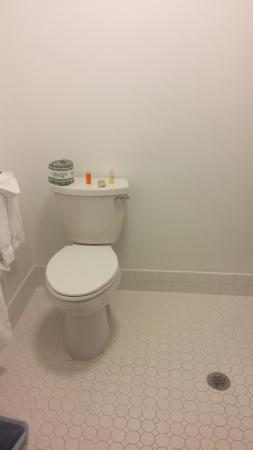 Bayside Hotel: baño