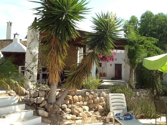 Sorbas, Испания: View from the pool up to the main patio