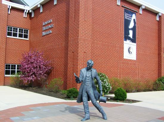 Abraham Lincoln statue outside of Lincoln Heritage Museum entrance