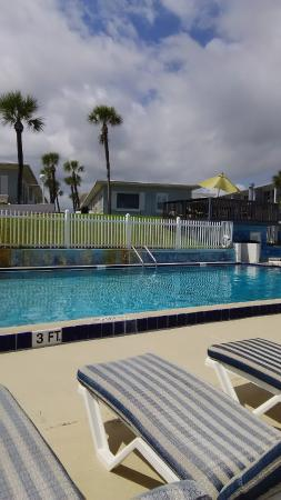 Shoreline All Suites Inn & Cabana Colony Cottages: Poolside and one of the Ocean Front Cottages at the Shoreline