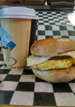 Montour Falls, estado de Nueva York: Sausage Egg & Cheese Breakfast Sandwich