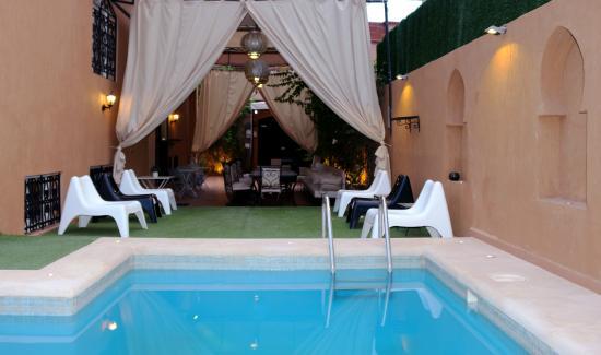 Dar Mezouar: vue terrasse et piscine