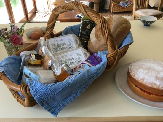 Widegates, UK: A typical welcome basket with some local produce