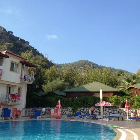 Karbel Beach Hotel: Pool area by day