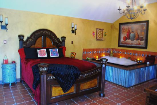 Liverpool, TX: Relax and Enjoy all of the Luxury Ammenities in La Casita