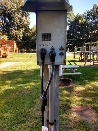Mill Bridge Village & Campresort : Power Post For Electric Hook-Up