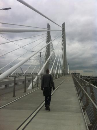 ‪Tilikum Crossing‬