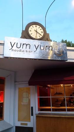 Yum Yum noodlebar: Front