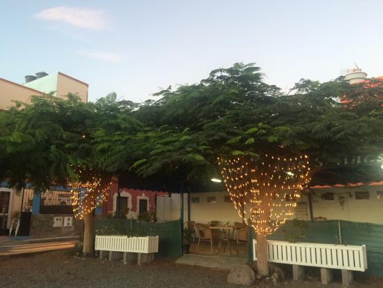The Old Castle Ca Mantequilla : Вид вечером. Замечательное, тихое и уютное место!