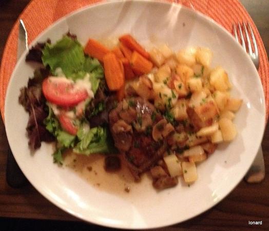 Bugeat, Frankreich: Pavé de boeuf sauce aux cèpes