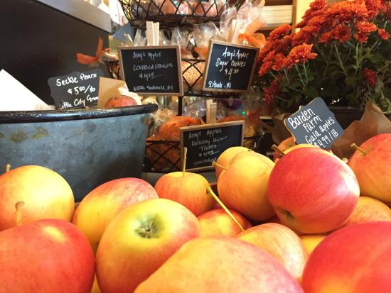 Rumford, RI: Braden Farm Gala Apples