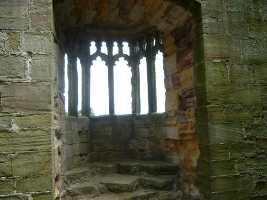 West Tanfield, UK: Oriel Window