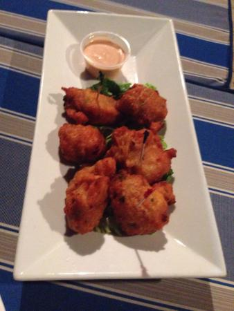 Traveller's Restaurant: Extremely flavorful conchy conchy fritters ...highly recommended !!