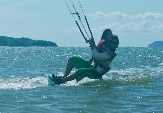 La Cruz, Costa Rica: kitesurfing is super fan and even more with my daughter!