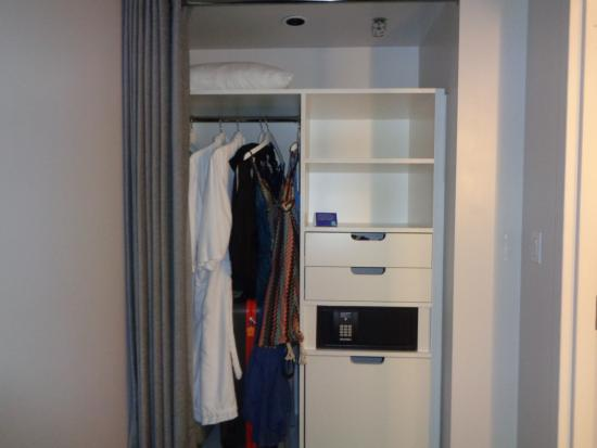 Etonnant The LINQ Hotel U0026 Casino: Closet Space With Safe.