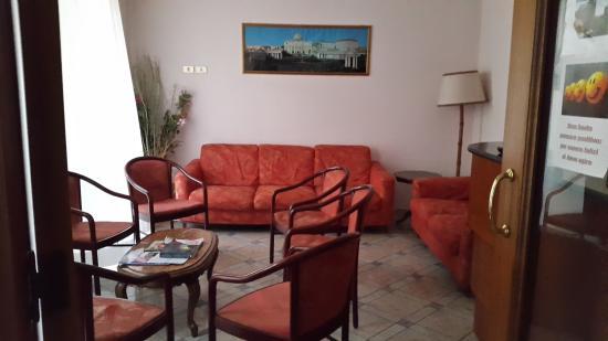 Casa di Accoglienza Paolo VI: lovely common sitting area - just oposit the kitchen