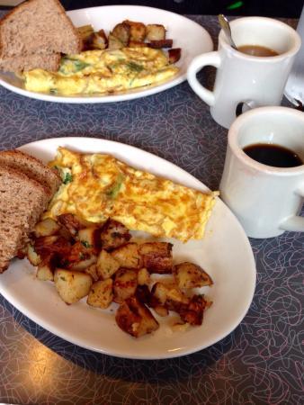Dizzy's: Due piatti del giorno e due caffè, totale $28 tutto ottimo e prezzo onesto:)