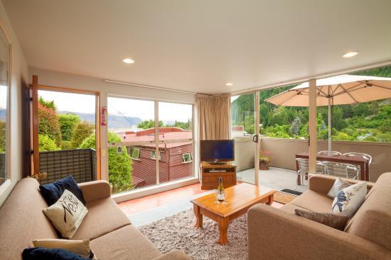 Cranbury Court Apartments: 2 Bedroom with Balcony - Apt 4T