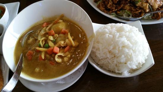 Thai Dishes Kang Ka Ree W En And Rice