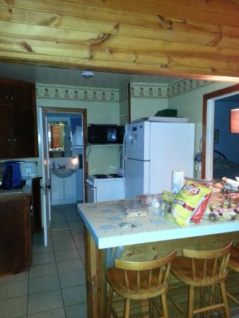 Robertson's Cottages: Kitchen (we like snacks lol)
