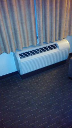 Hyatt House Seattle/Bellevue: Little HVAC unit