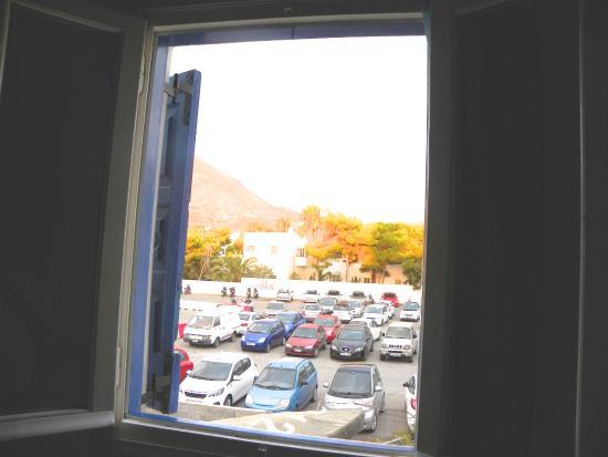 Hotel Dilino: Blick aus dem kleinen Fenster