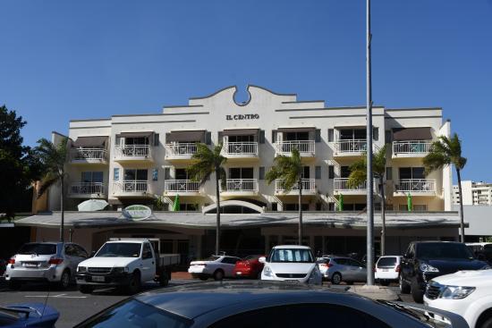 Il Centro Apartment Suites : Il Centro Appartments von der Strassenseite
