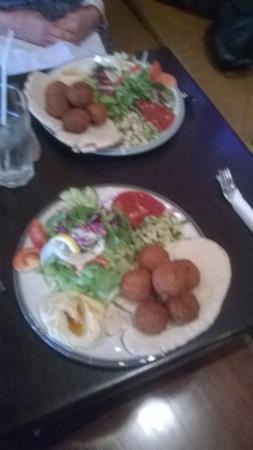La Cafetiere: falafel salad