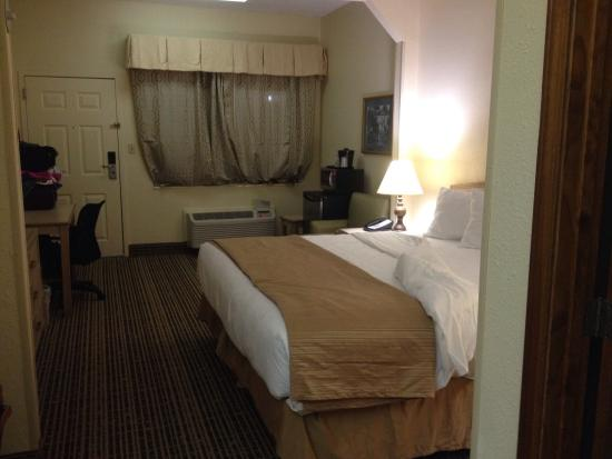 Quality Inn of Louisville East: Big rooms!