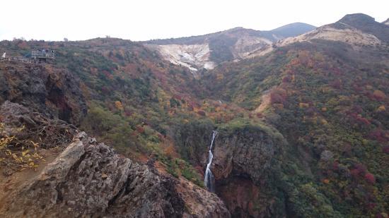 Komakusa Daira: 不帰の滝が見えます