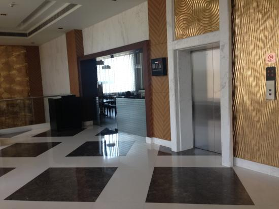 Holiday Inn Amritsar Ranjit Avenue: Well Lit Lift Lobby