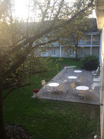 Rodeway Inn & Suites Myerstown - Lebanon: Beautiful courtyard!