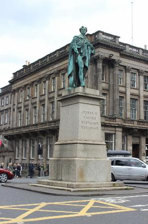 ‪King George IV Statue‬