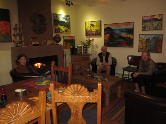 Casa Cuma Bed & Breakfast: Cozy common room to visit with other guests