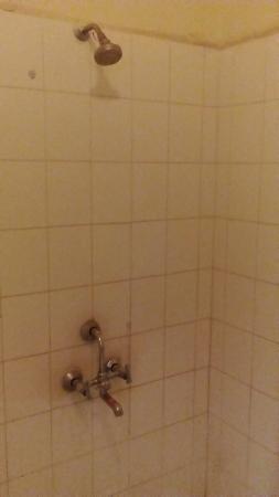 Hotel Indradeep: Bathroom