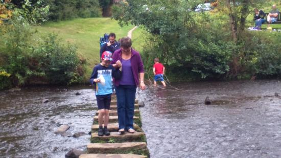 Lealholm, UK: Going across the stepping stones