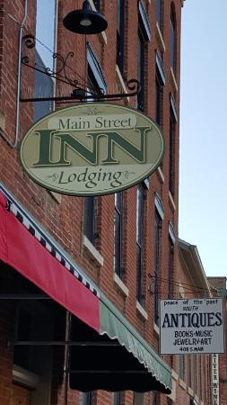 Main Street Inn: Hotel Sign