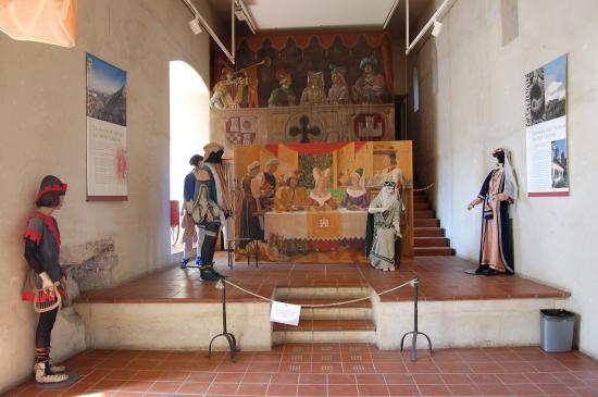 Salle du ch teau photo de ch teau de castelnou for Interieur 66