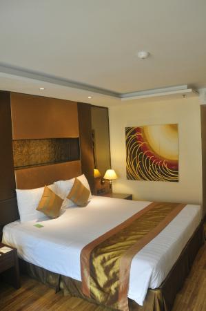 The Nova Gold Hotel Pattaya: Room 502 - Bed