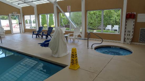 Comfort Inn Toms River: Heated pool but the room is not...why?